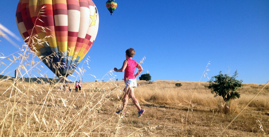 The morning after the ZOOMA Napa Valley half marathon, I went for a shakeout run in the neighborhood around my hotel. I stumbled upon a park with beautiful trails made only more so by the hobbyists floating their colorful hot air balloons in the sky. Healthystrides.blogspot.com